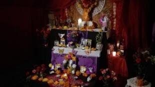 Altar mexicano del Día de muertos en París. Noviembre 2018.