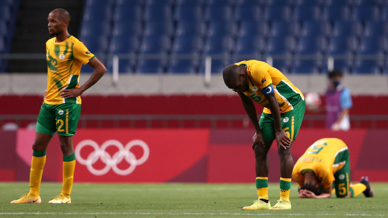 La déception des Sud-Africains après le quatrième but de l'équipe de France au tournoi de football des Jeux olympiques de Tokyo, le 25 juillet.