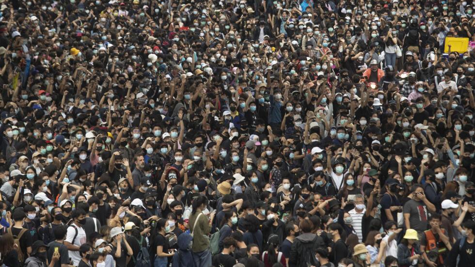 泰国示威民众要求政府下台 摄于 2020年10月17日周六 曼谷 Les Thaïlandais protestent pour exiger la démission du gouvernement, le 17 octobre 2020 à Bangkok.