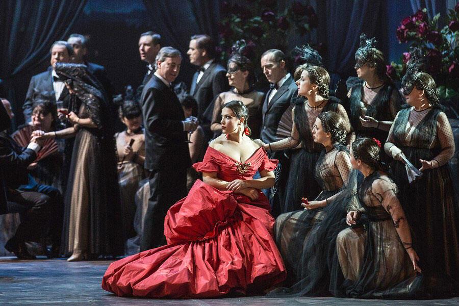 Mise en scène Sofia Coppola, costumes de Valentino, pour la Traviata qui se joue à l'opéra de Rome.