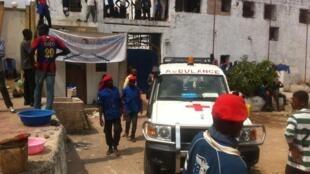 La Croix-Rouge congolaise et internationale a fini par avoir accès à la résidence de Muanda Nsemi à Joli Park pour évacuer les blessés en début d'après-midi, mardi 14 février.