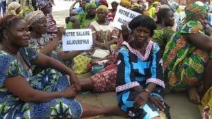 Le retard dans le paiement des salaires des fonctionnaires est un problème récurrent au Tchad. Ici, des enseignants manifestent en 2007 pour obtenir leur solde.
