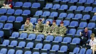 Des soldats appelés en renfort pour occuper des places vacantes. Ici,  lors des épreuves de gymnastique le 29 juillet 2012.