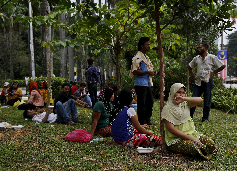 'Yan gudun hijira daga kabilar Rohingya Musulmi daga Myanmar suna dakon samun izinin isa ginin Majalisar Dinkin Duniya da ke Kuala Lumpur a Malaysia