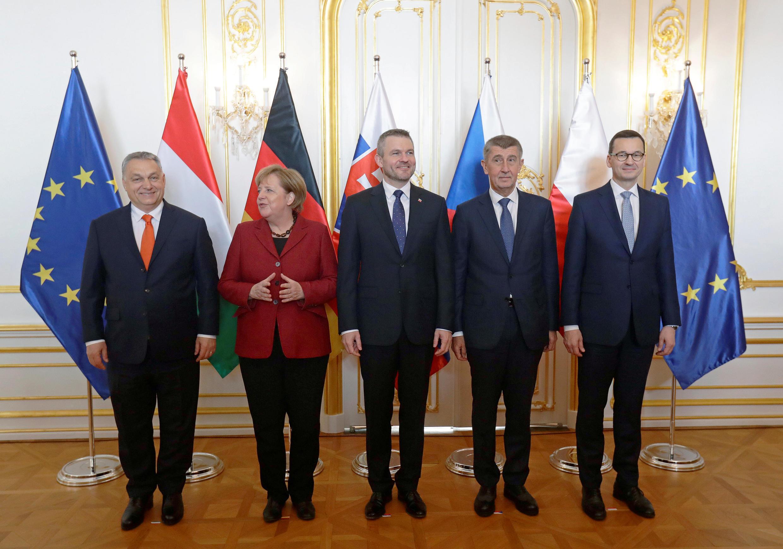 Thủ tướng Hungary Viktor Orban (T) chụp ảnh chung với một số lãnh đạo châu Âu tại Bratislava, Slovakia, 7/2/2019