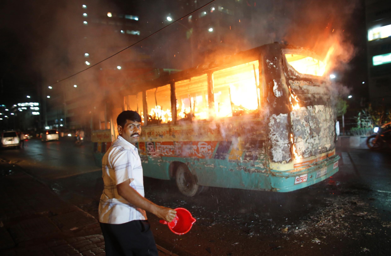 Беспорядки в столице Бангладеш Дакке