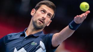 Le Serbe Novak Djokovic face à l'Italien Lorenzo Sonego en quart de finale du tournoi de Vienne, le 30 octobre 2020