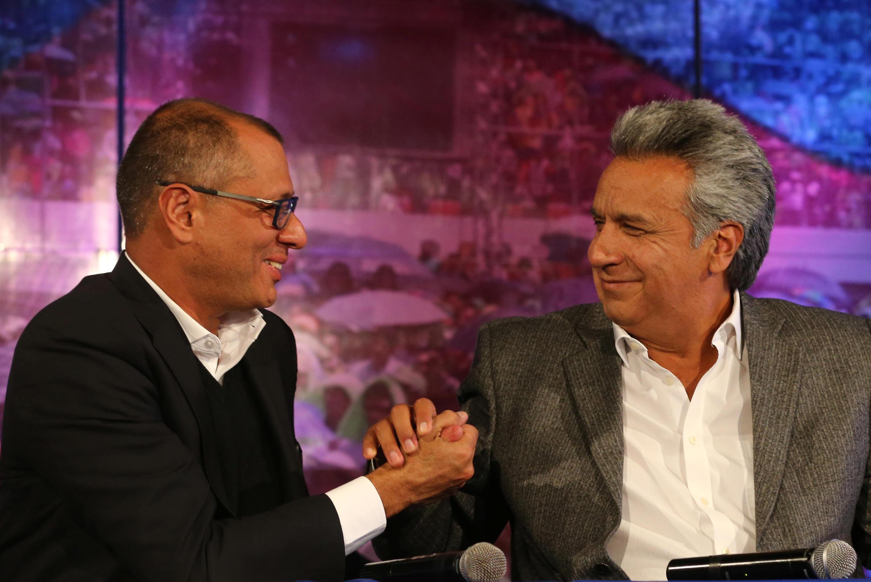 Lenin Moreno (à droite) célèbre la victoire avec son colistier Jorge Glas, déjà vice-président sous Rafael Correa.