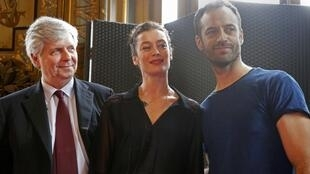 Choreographer Benjamin Millepied (R), Stephane Lissner (L), Director of the Paris Opera, and former French ballet dancer Aurelie Dupont, pose before a news conference at the Palais Garnier in Paris, France, February 4, 2016.