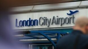 London inapiga marufuku abiria kusafiri ndani ya ndege na Laptops vifaa vingine vya elektroniki kutoka nchi tano za Kiarabu na Uturuki.