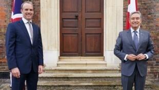 英国外交大臣拉布与加拿大外长商鹏飞资料图片