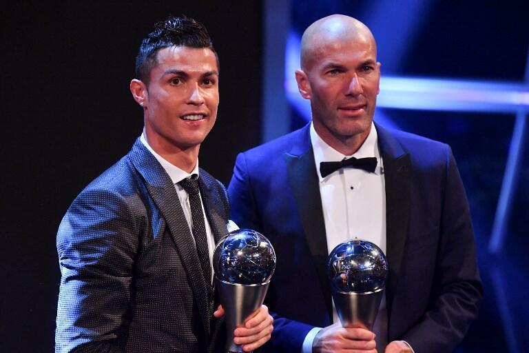 Tsohon dan wasan Real Madrid Cristiano Ronaldo, tare da tsohon mai horar da kungiyar Zinedine Zidane, a lokacin da aka karramasu da da kyautar Ballon d'Or zama gwarzaye kan fannoninsu (na horarwa da kuma kwarewa a fagen fafata wasa).