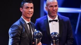 """Cristiano Ronaldo, avançado português, e Zinedine Zidane, treinador francês, venceram os prémios """"The Best"""" em 2017."""