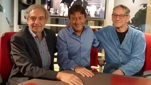 Eduardo Ramos Izquierdo, Jordi Batallé y Alberto Ruy Sánchez en los estudios de RFI