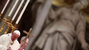 Le pape François lors d'une messe à la basilique Saint-Pierre du Vatican, le 2 février.
