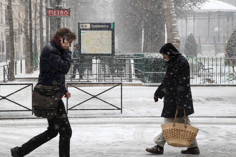transporte público está muito perturbado; as linhas de bonde e metrô estão muito lentas ou paradas na capital francesa nesta terça-feira, 12 de março de 2013.
