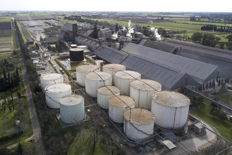 Une vue des réservoirs de stockage du complexe industriel de la société de négoce Louis Dreyfus Company dans la province de Santa Fe en Argentine.