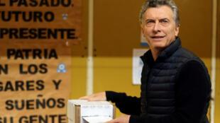 Le président argentin Mauricio Macri en plein vote, le 13 août 2017 à Buenos Aires.