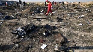 乌克兰民航客机伊朗坠毁现场照片