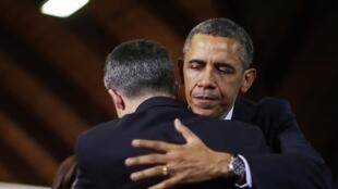 O presidente dos EUA, Barack Obama, se reuniu nesta segunda-feira (8) com parentes das vítimas de Newtown.