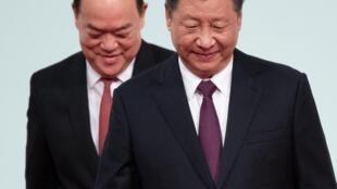 Xi Jinping, Presidente da China, e Ho Iat-seng, chefe do governo da Região Administrativa Especial de Macau.