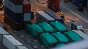 香港集装箱终点站被扣押的新加坡九輛装甲车中的六輛,2016年11月24。