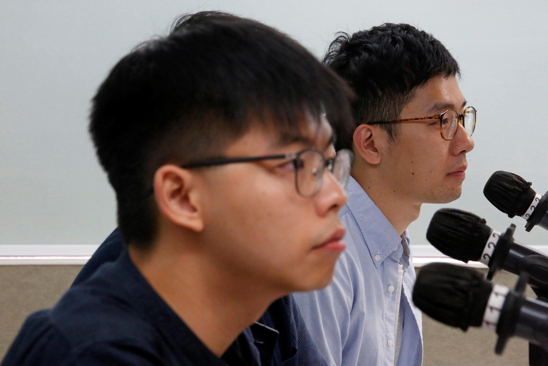 香港众志创党主席罗冠聪和秘书长黃之锋在一次新闻发布会上 2018年8月27日