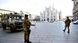 ប៉ូលិសអ៊ីតាលី ឈរយាមកាមនៅក្នុងក្រុង Milan ក្រោយរដ្ឋាភិបាលសម្រេចបិទច្រកចេញចូលខេត្តភាគខាងជើង នៅថ្ងៃទី៨ មីនា ឆ្នាំ ២០២០។