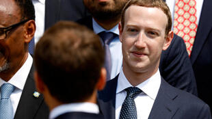 Основатель Facebook Марк Цукерберг и президент Франции Эмманюэль Макрон на саммите Tech for Good в Париже. 23 мая 2018 г.