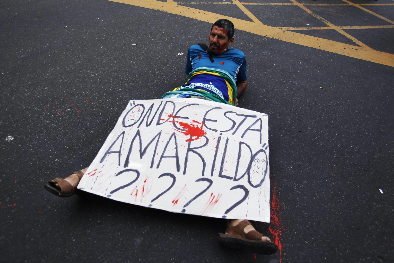 Protesto no Rio de Janeiro denuncia desaparecimento de Amarildo.