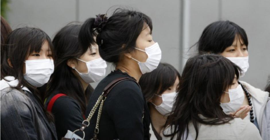 存档图片:日本:戴口罩的人们 Image d'archive: Japon: femmes masquées