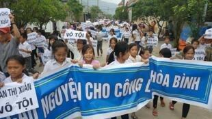 Biểu tình tại huyện Lộc Hà, Hà Tĩnh, yêu cầu trả tự do cho bà Trần Thị Xuân, ngày 21/10/2017.