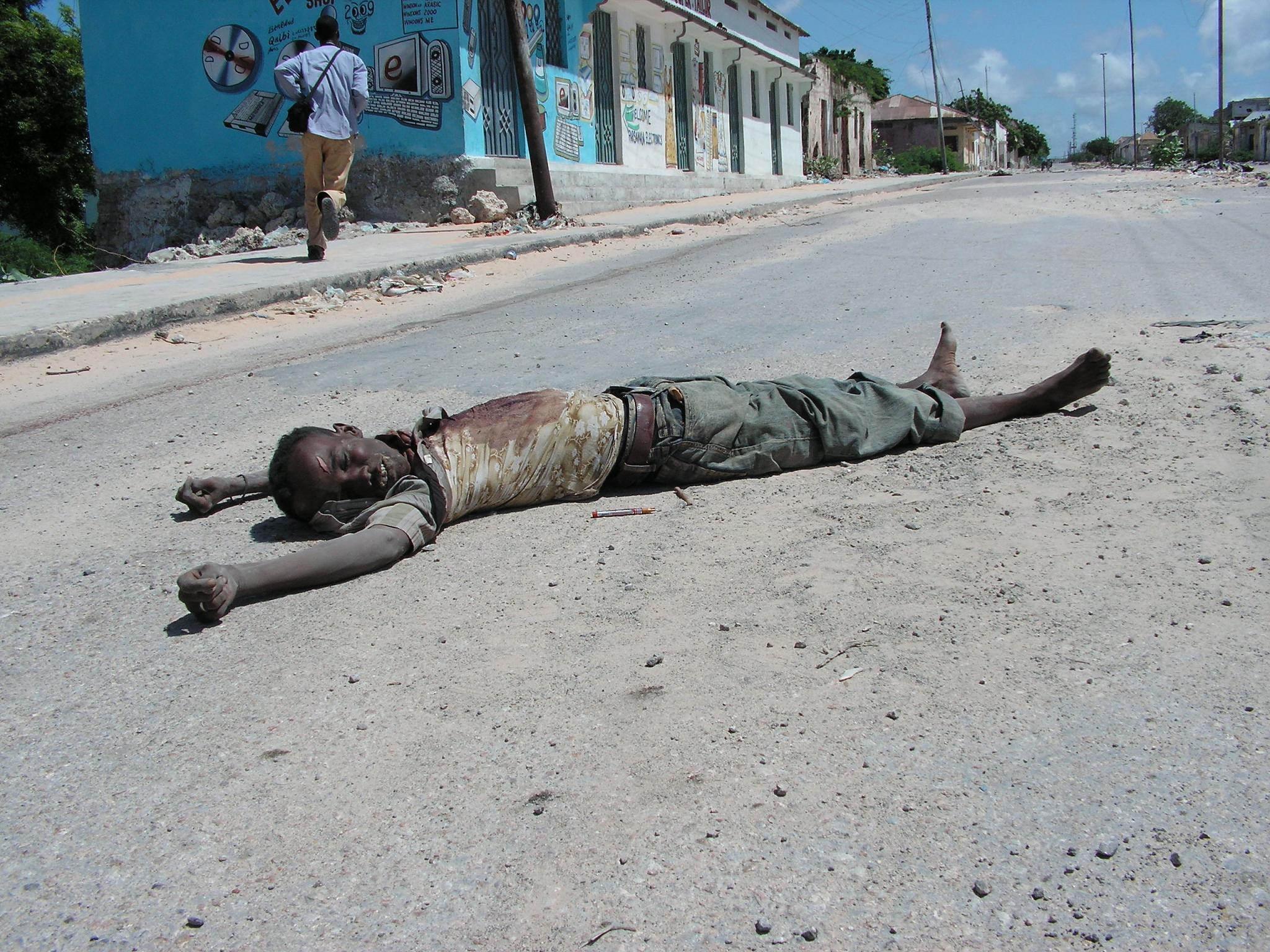 The body of soldier on Wadnaha Road, Sinai area, Mogadishu