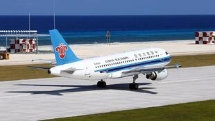 Máy bay của Chine Southern Airline đáp xuống Đá Chữ Thập ngày 06/01/2016.