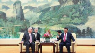 Chủ tịch Trung Quốc Tập Cận Bình (Xi Jinping) tiếp ngoại trưởng Mỹ Rex Tillerson (T), Bắc Kinh, ngày 30/09/2017
