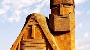 Grand-Mère Grand-Père, l'emblème du Haut-Karabagh.
