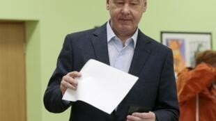 Действующий московский градоначальник Сергей Собянин голосует 8 сентября 2013.