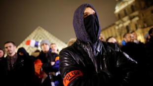 En noviembre pasado, los policías franceses hicieron público en París su descontento con el gobierno a la hora de considerar los reclamos de las fuerzas del orden.