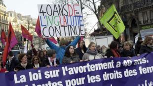 Manifestation à Paris pour les 40 ans de la loi Veil autorisant l'IVG, en janvier 2015.