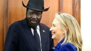 美国国务卿柯林顿(右)与南苏丹总统萨尔瓦-基尔2012年8月3日