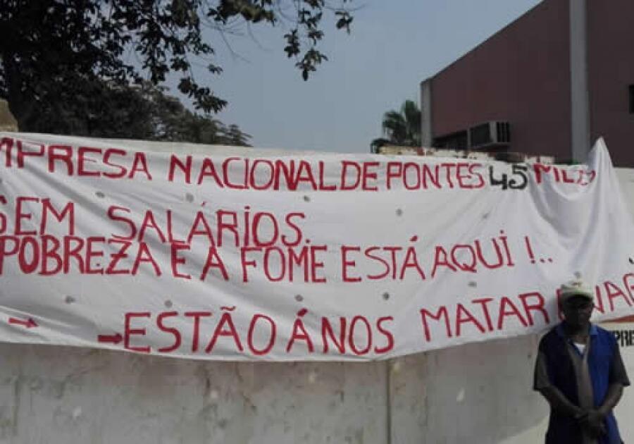 Trabalhadores da Empresa pública de Pontes fazem marcha em Luanda reclamando 5 anos de salários atrasados