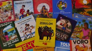 Quelques couvertures de la collection de contes Bel avenir. Aujourd'hui, 16 histoires différentes ont été publiées. Des histoires adaptées aux réalités du quotidien des enfants de l'île.