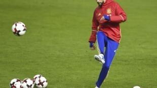Gerard Piqué, défenseur du FC Barcelone et de l'Espagne, est un joueur particulier. Dans son pays, on l'aime autant qu'on le déteste.