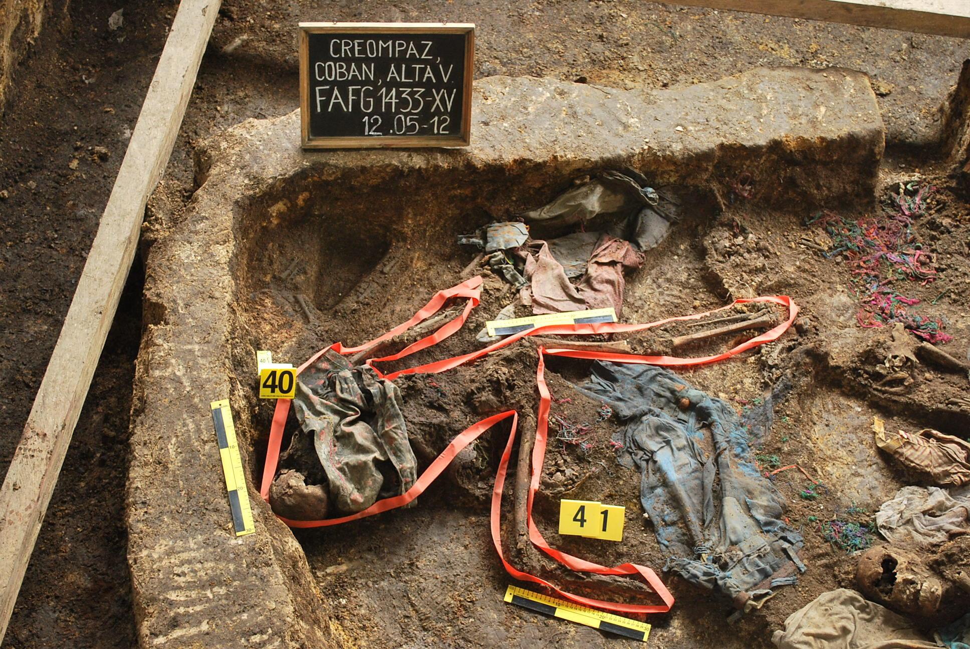 Los restos de una desaparecida encontrados en una fosa común  en la municipalidad de Cobán, el 12 de yo del 2012.