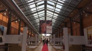 Après avoir été présentée à Paris, en Birmanie et à Singapour, entre autres, l'exposition «Gaumont : 120 ans de cinéma» est installée dans les anciens studios Paradis d'Angoulême.