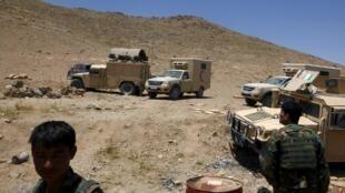Quân đội Ầghnistan tại Baraki Barak, Logar, đề cao cảnh giác sau cuộc oanh kích nhằm của Mỹ, ngày 20/07/2015.