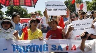 Biểu tình chống hành động xâm lược của Trung Quốc tại Biển Đông, ở Hà Nội ngày 22/07/2012.