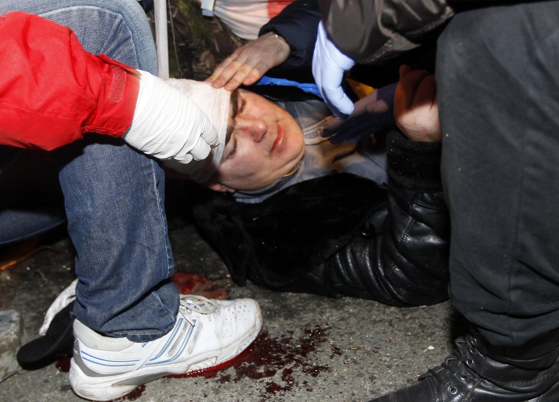 В столкновениях 1 декабря было ранено около 100 человек