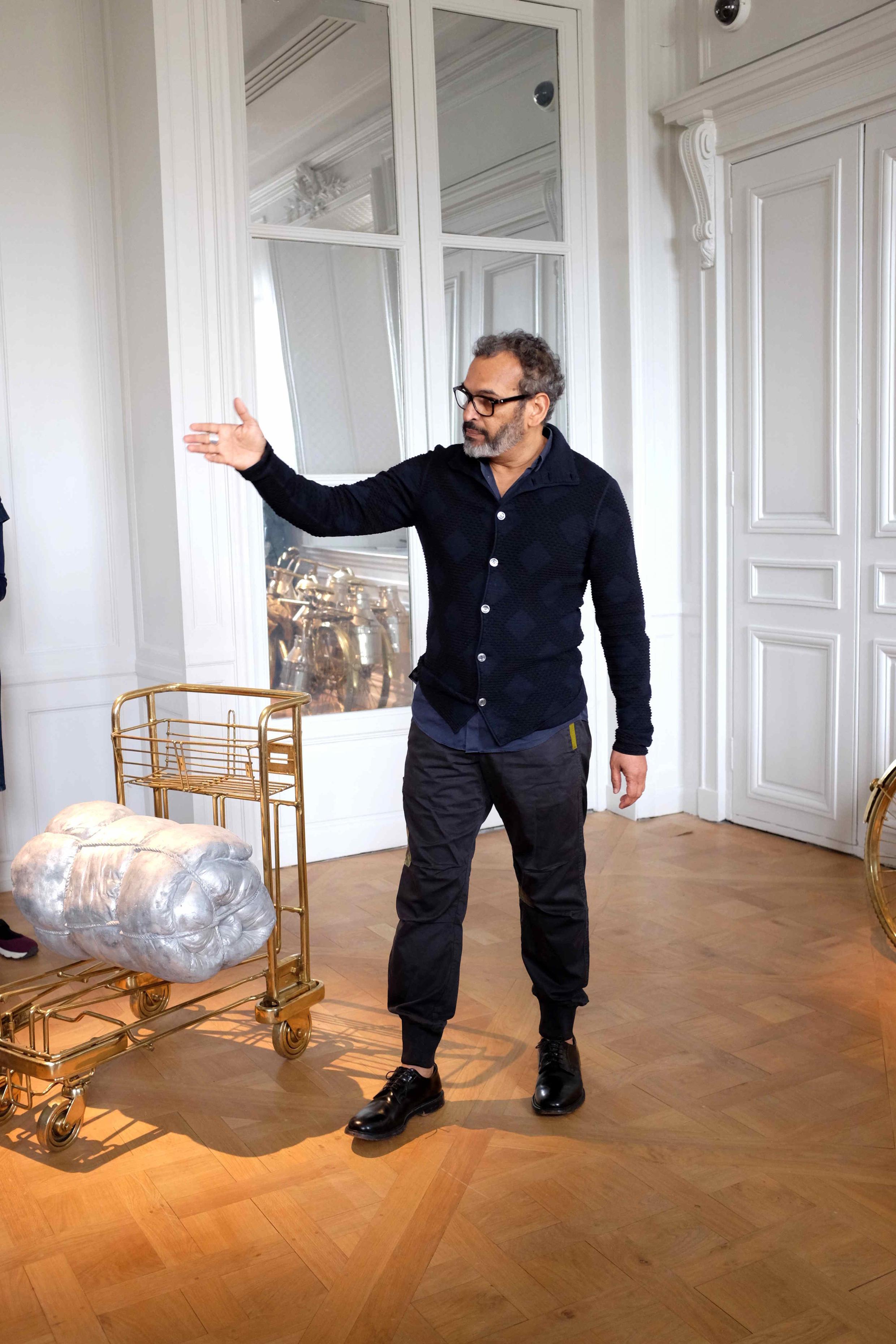 « All Things are Inside » (2007). Œuvre de Subodh Gupta exposée à la Monnaie de Paris.