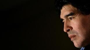 一代球星馬拉多納告別人間。圖為擔任阿根廷國家足球隊教練的馬拉多納2010年3月1日出席在慕尼黑舉行的新聞發布會。